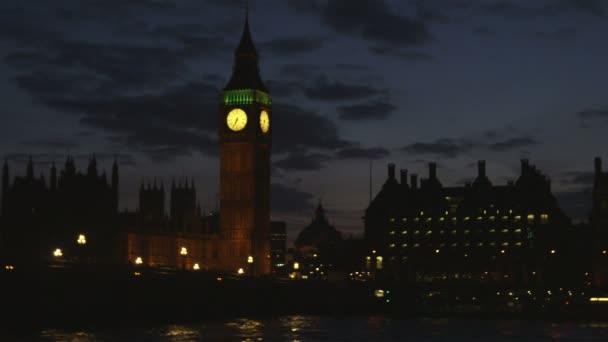 město Londýn v noci