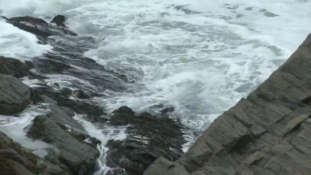 Detail Torrequebrada se nachází na skalnatém pobřeží Maine