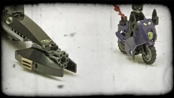 LEGO Batman húz ki mellett Lego Macskanő.