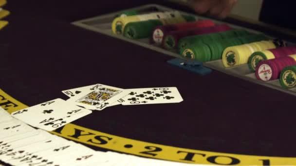 Si tratta di carte su un tavolo di gioco dazzardo