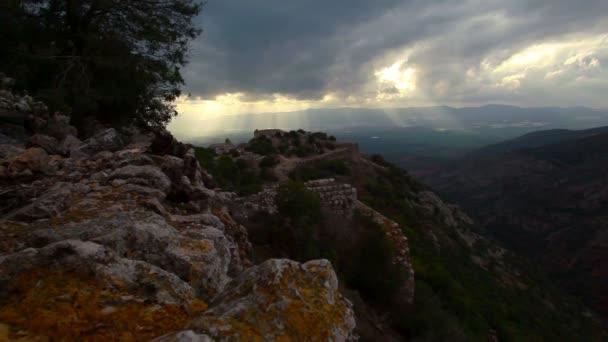 Archivaufnahmen von der Festung Nimrod und dem Tal unten in Israel.