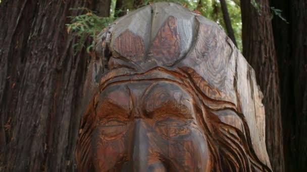 Faragott indián szobor
