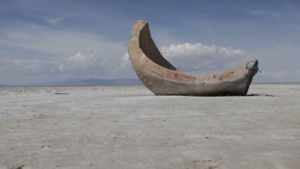 segment cementové koule v poušti