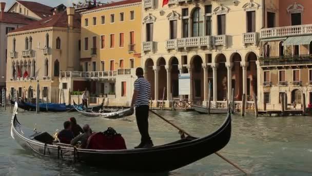 Gondoly na Canal Grande v Benátkách