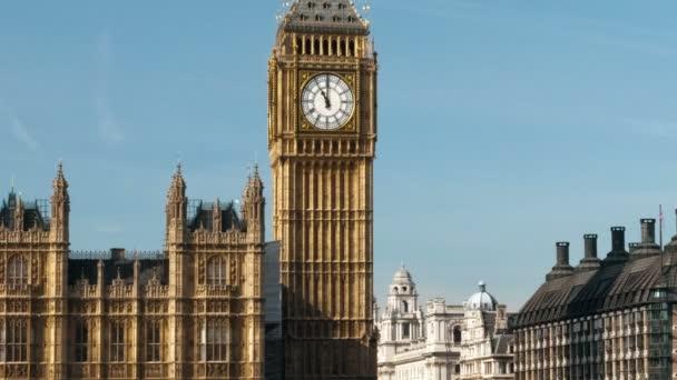 Hodinová věž big ben v Londýně