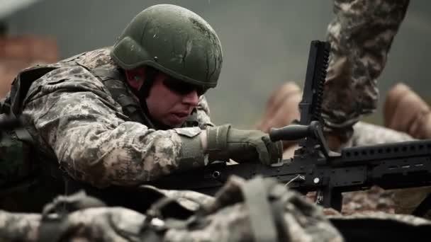Soldier prepares M240
