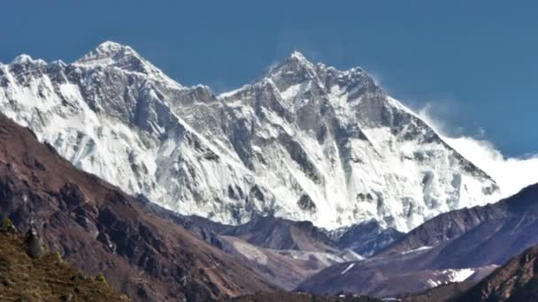 Time-lapse of Everest and surrounding peaks and people on a foreground trail