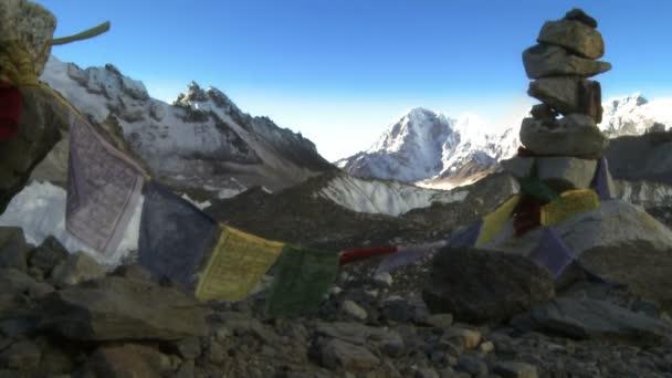Himálaj s buddhistické modlitební praporky