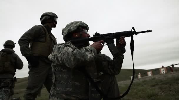 katona lövés M4 puska a céltartomány