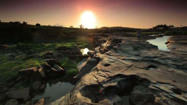 Procházíte se suchá koryta v Keni