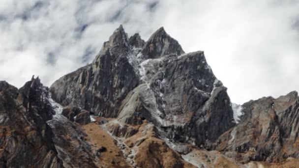 mraky nad himálajské vrcholy