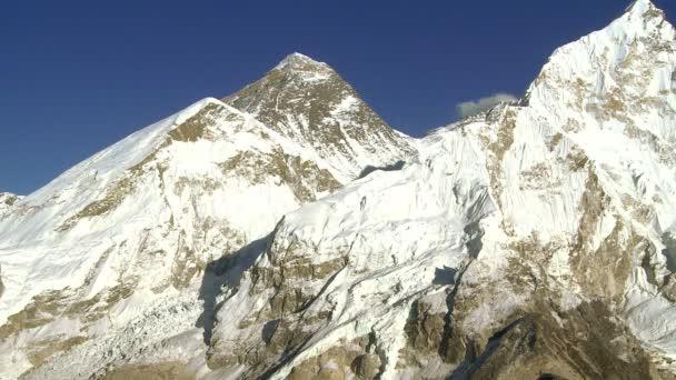 Mount Everest a okolních vrcholů