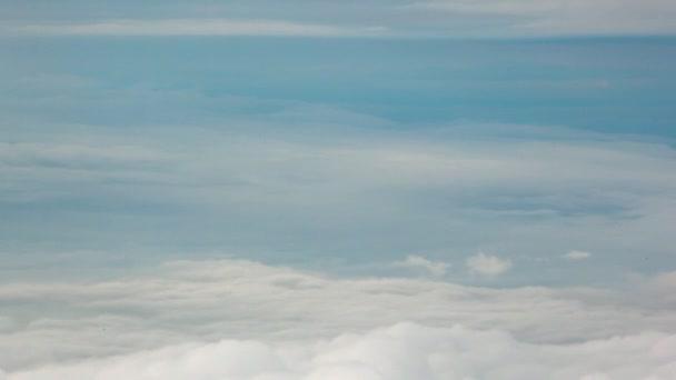 mraky vypadají nebeské obloze