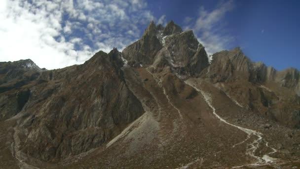 skalnaté horské vrcholy