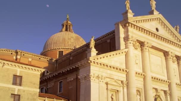 Tetőtéri építészet a San Giorgio Maggiore templom