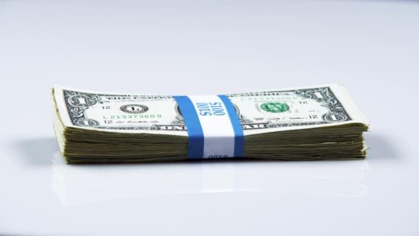 Amerikanische Währung auf dem Tisch