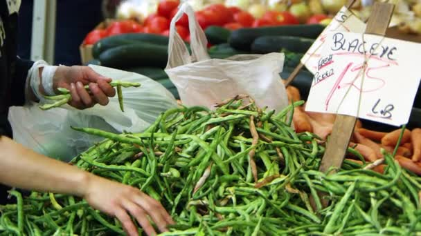 Friss termékek a piacon San Franciscóban