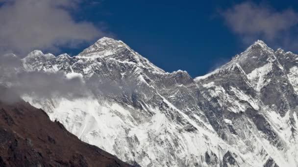 Time-Lapse mraků před himálajský vrchol