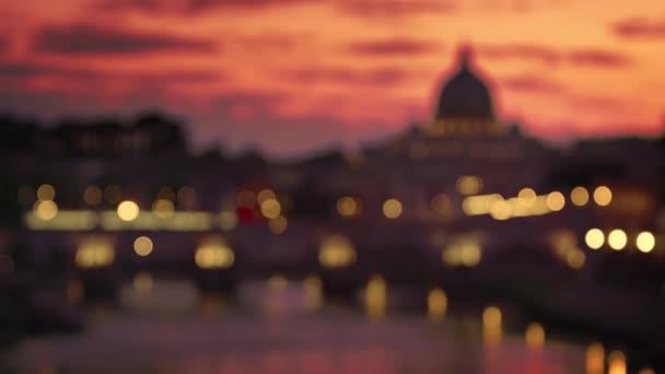 Stáčení zaměření baziliky svatého Petra a Ponte SantAngelo za soumraku