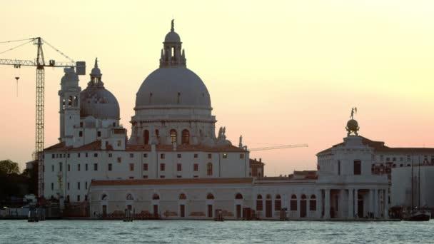 A Santa Maria della Salute statikus lövés