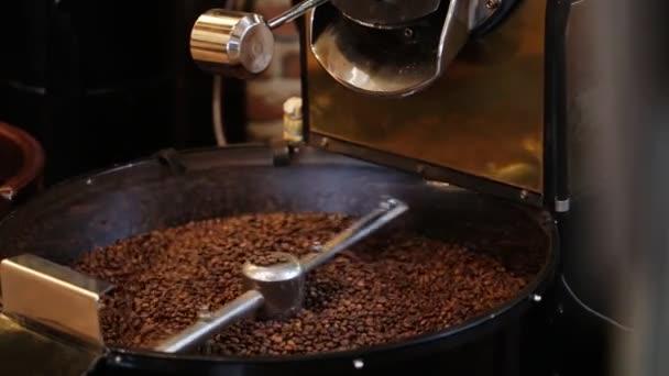 keverés pörkölt kávé.