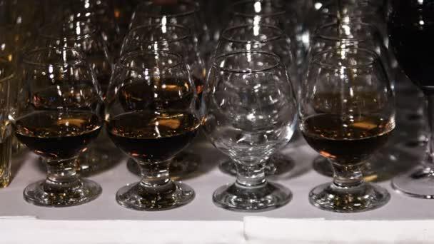 Konyakos vagy brandy szemüveg. Alkohol ital háttér
