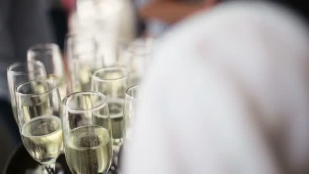 oslavit na stůl