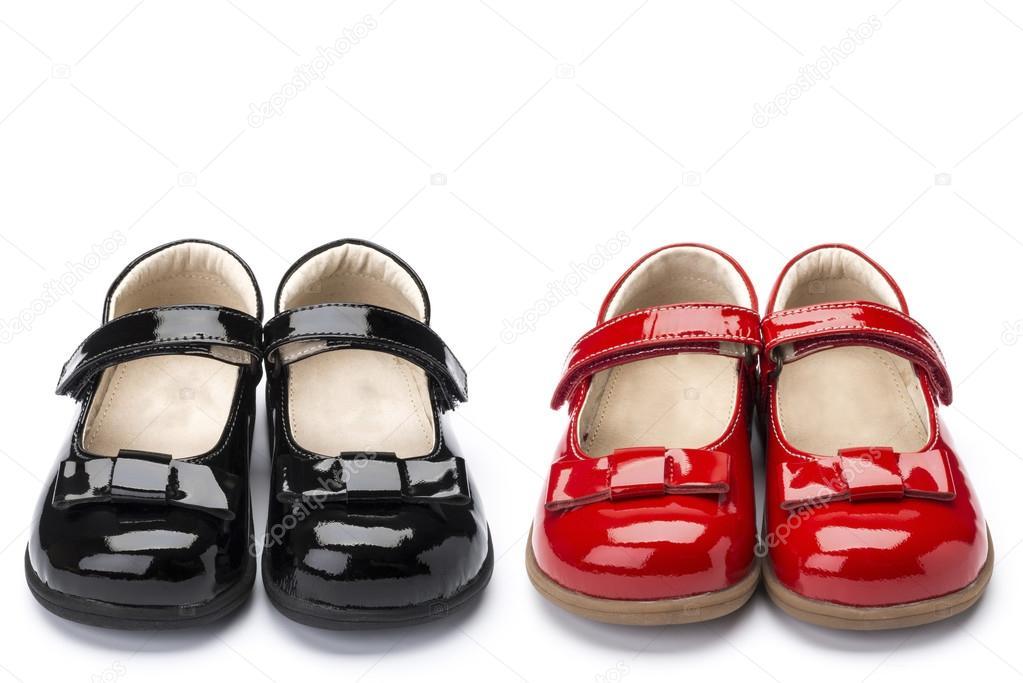 beste Sammlung beste Sammlung beliebte Geschäfte Zwei Paar rote und schwarze Lackleder Mädchen Schuhe ...