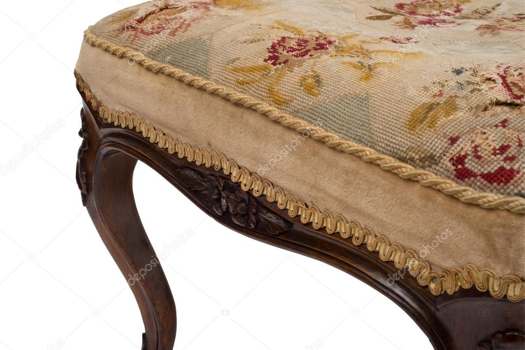 Fodera per cuscino cucita di una seduta sgabello antico u foto