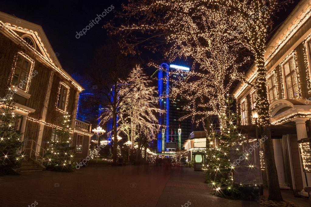 Weihnachtsbeleuchtung im Vergnügungspark Liseberg, Göteborg ...