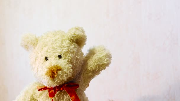 hračka plyšový medvěd mávat jeho tlapa