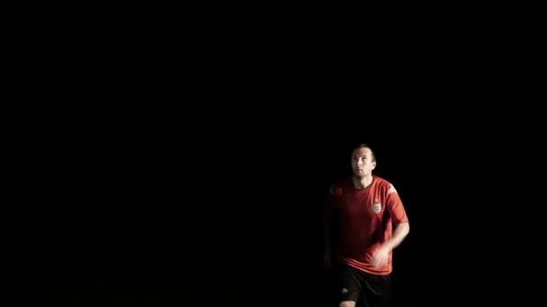 Fotbalový hráč hlavy míč zpomalené