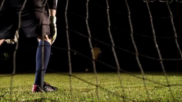 Fotbalový hráč chytit míč