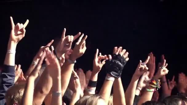 Egy rock fesztiválon közönség