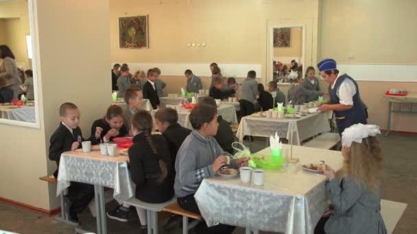 A diákok az ebédlőben