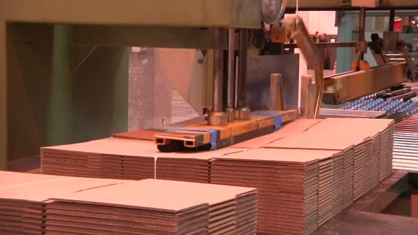 Továrna na výrobu lepenky