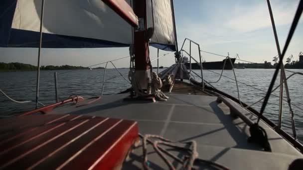Plachta na novou jachtu