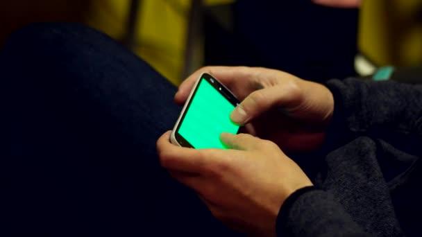 Odesílání textových zpráv na mobilní telefon, zelená obrazovka