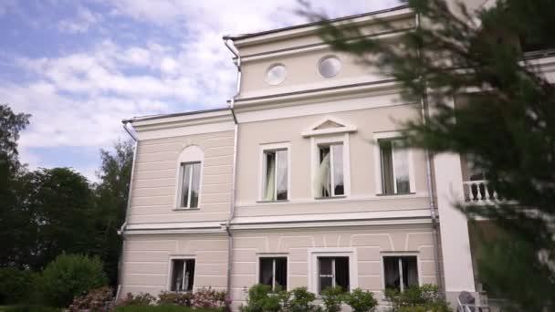 Detail eines klassischen russischen Herrenhauses aus dem 18. Jahrhundert