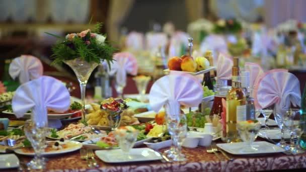 Krásně podle tabulky pro svatební hostinu 2