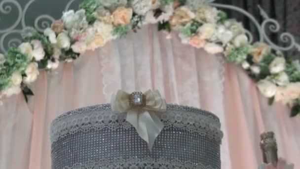 Slavnostní stůl. Svatební dekorace. Svatební floristika