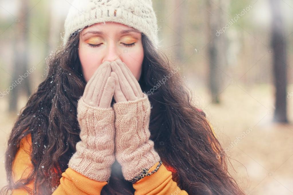 Фото красивые зимние женщины с зелеными глазами — pic 6