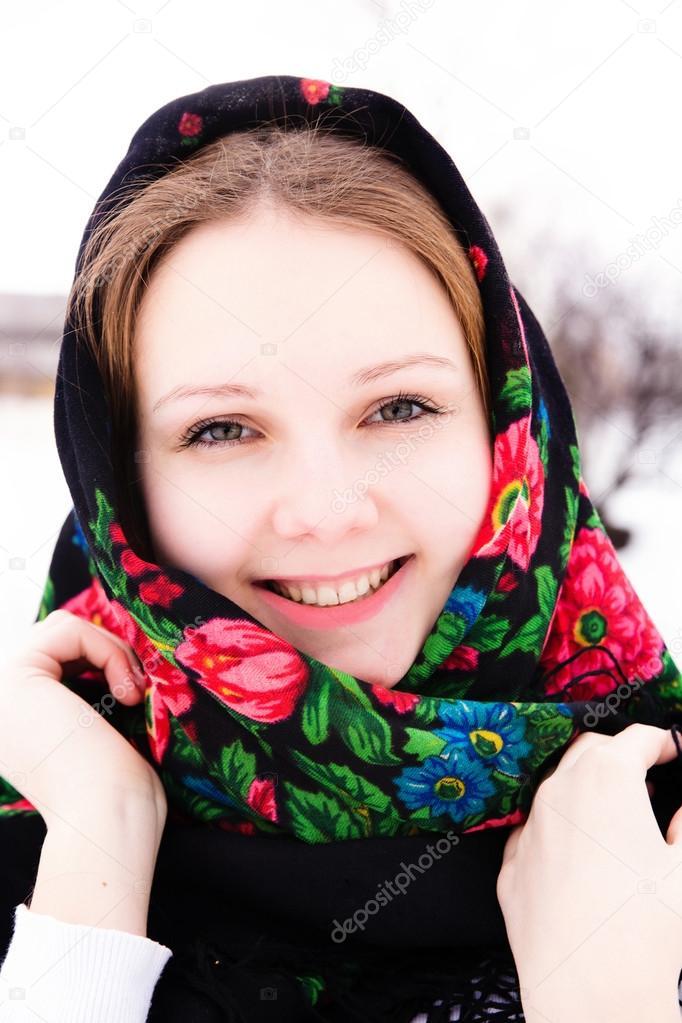 Красивая русская девушка раздевается фото