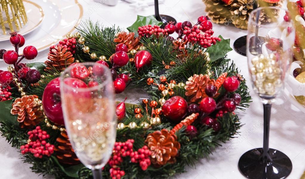 Kerst Tafel Decoratie : Decoratie op kerst tafel u2014 stockfoto © ribalka #89554618