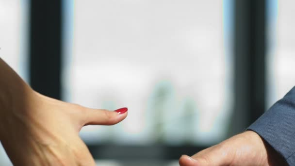 podnikatelů handshake. Úspěšní podnikatelé handshaking po dobrý obchod
