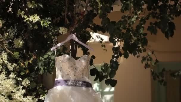 nevěsty, svatební šaty