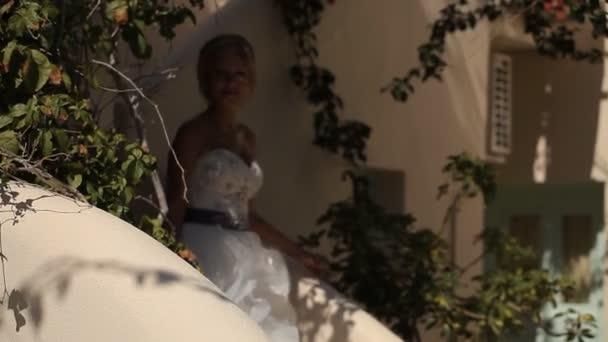 Nevěsta opouští dům, svatba na ostrově Santorini