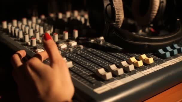 zvuk hudby mixer ovládací panel rádia
