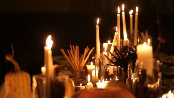 Tabulka svátků Halloween se svíčkami