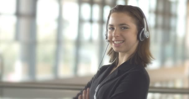 Call centrum zákaznické služby podpora operátor obchodní žena s headsetem